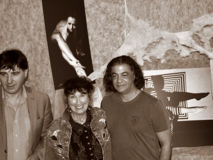 prof. Giorgio Grasso, Angela Artepozzo i curator wystawy Pierluigi Luise